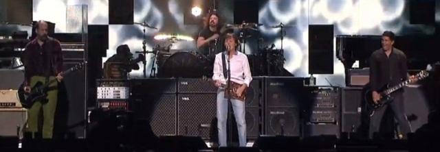 Versão de estúdio de música feita por McCartney, Grohl, Novoselic e Smear é liberada para audição