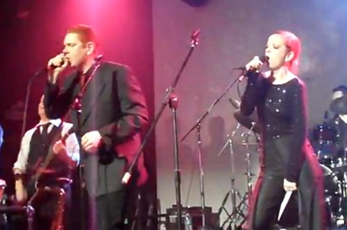 Chris Cornelly e Shirley Manson cantam David Bowie em show beneficente