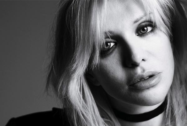 Courtney Love faz versão de hit do rapper Jay-Z