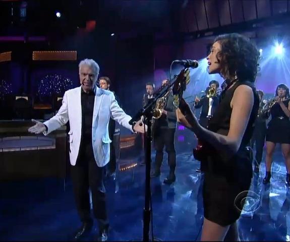 David Byrne and St. Vincent se apresentam em programa de tv
