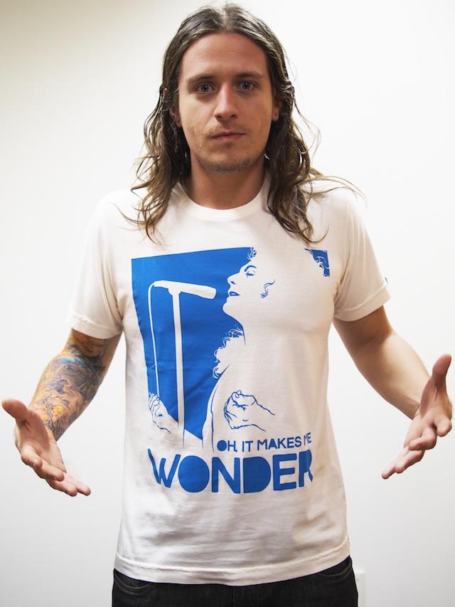 Minimália - Camiseta It Makes Me Wonder