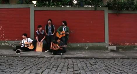 Os Tangarás lança primeiro clipe