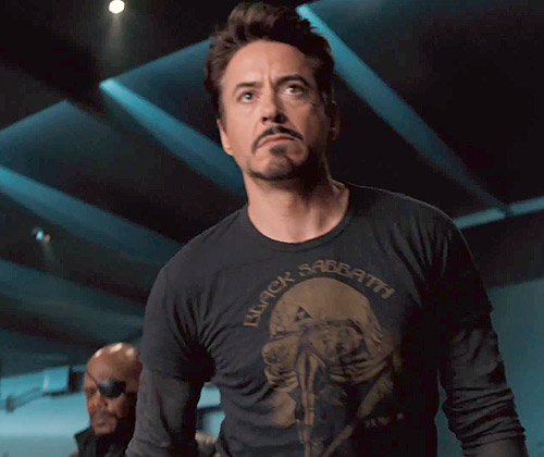 Robert Downey Jr. com camisa do Black Sabbath em Os Vingadores