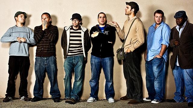 """Banda liberou trechos de músicas de The Hands That Thieve mas disse que data de lançamento do álbum ainda """"está no ar""""."""