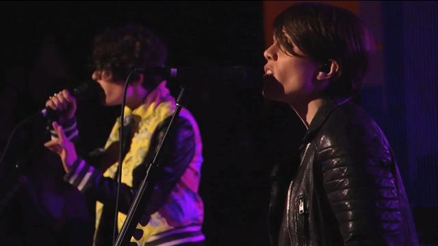 Tegan and Sara se apresentam no programa de Jimmy Kimmel