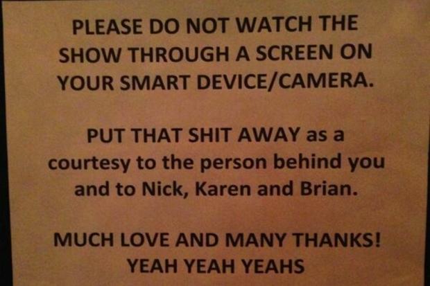 Aviso do Yeah Yeah Yeahs sobre celulares e câmeras