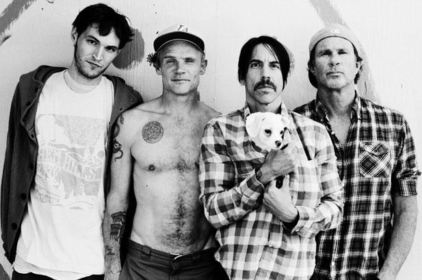 Red Hot Chili Peppers toca para o Dalai Lama