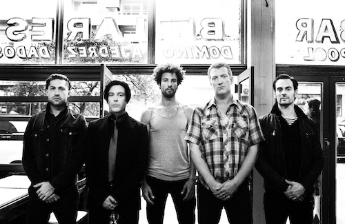 """NEW"" está entre os 10 do ano de acordo com o Queens Of The Stone Age"