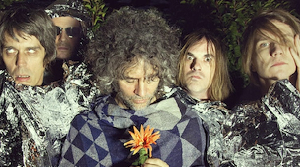 The Flaming Lips faz performance na TV