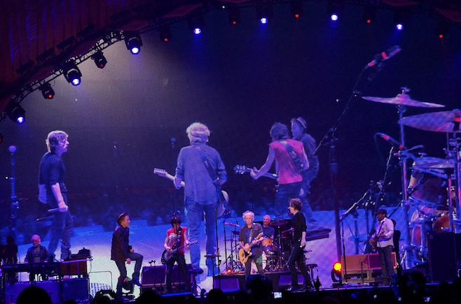 The Rolling Stones e Tom Waits apresentam música ao vivo