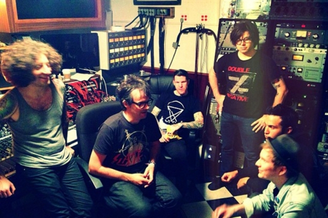 Fall Out Boy e Ryan Adams gravam músicas juntos