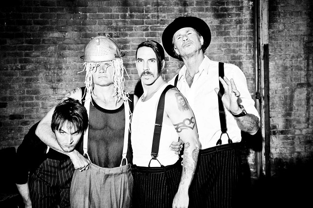 Gravação de novo álbum do Red Hot Chili Peppers é adiada por conta do Atoms For Peace