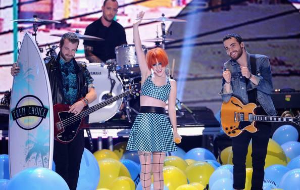 Assista à apresentação do Paramore no Teen Choice Awards