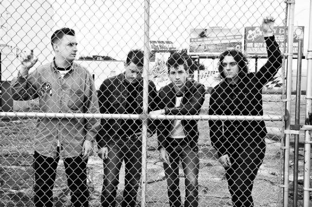 """Arctic Monkeys faz versão acústica de """"I Wanna Be Yours"""""""
