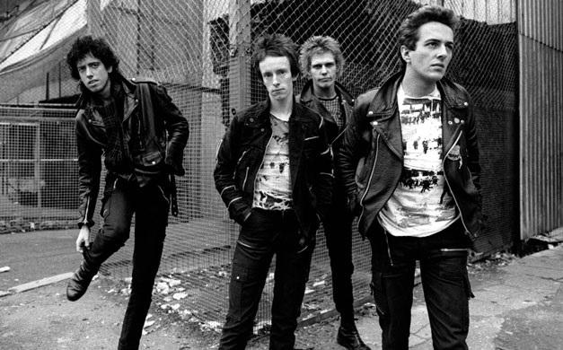 """The Clash: videoclipe da faixa """"White Riot"""" é lançado"""
