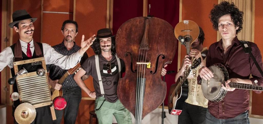 Mustache e os Apaches nas sessões de estúdio do Tenho Mais Discos Que Amigos!