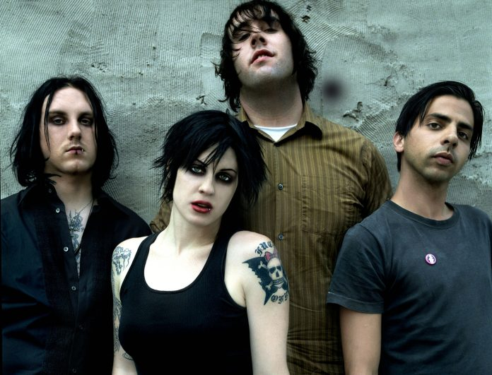 The Distillers: 10 anos de