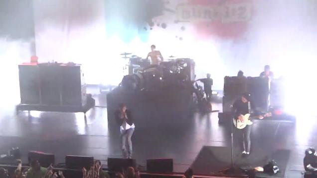 blink-182 toca com o rapper Machine Gun Kelly