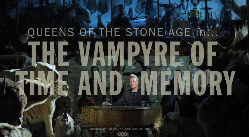 """Queens of the Stone Age lança vídeo de """"The Vampyre of Time and Memory"""""""