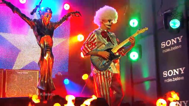 Veja a performance de Halloween de Rob Zombie