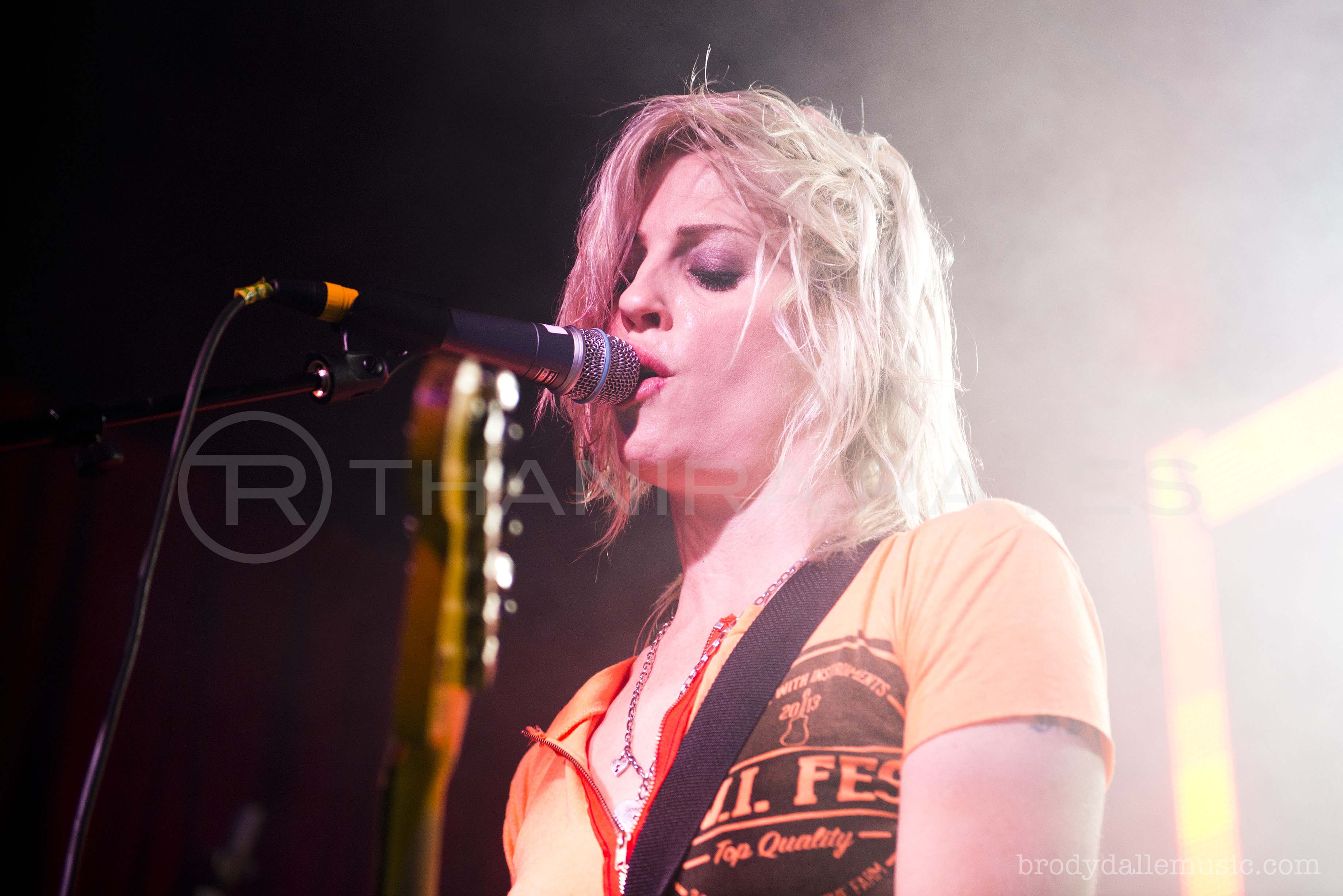 "Brody Dalle lança vídeo de ""Don't Mess With Me"""
