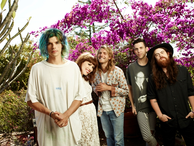 Grouplove faz cover de Cage the Elephant