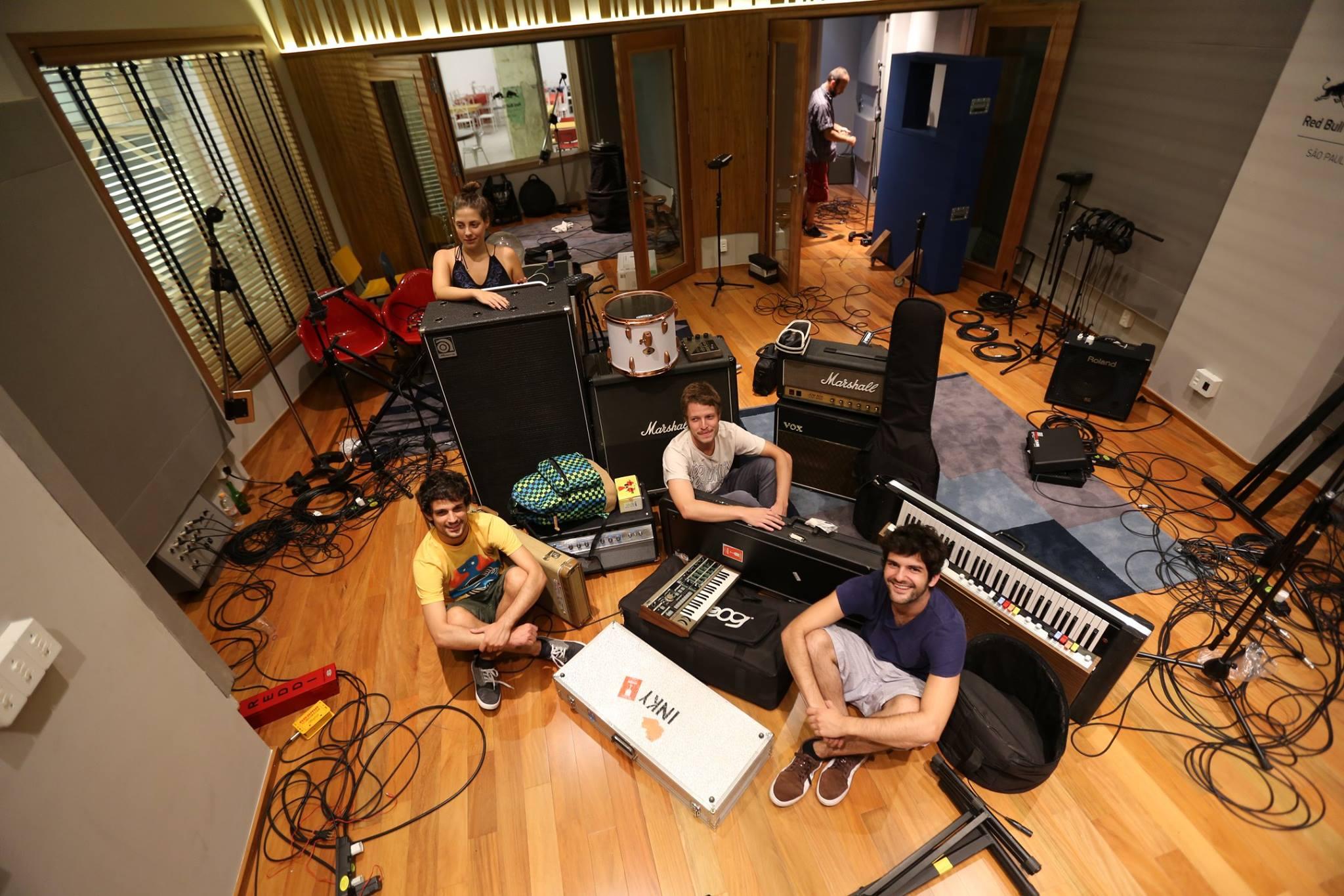 INKY: veja making of da gravação do primeiro álbum da banda