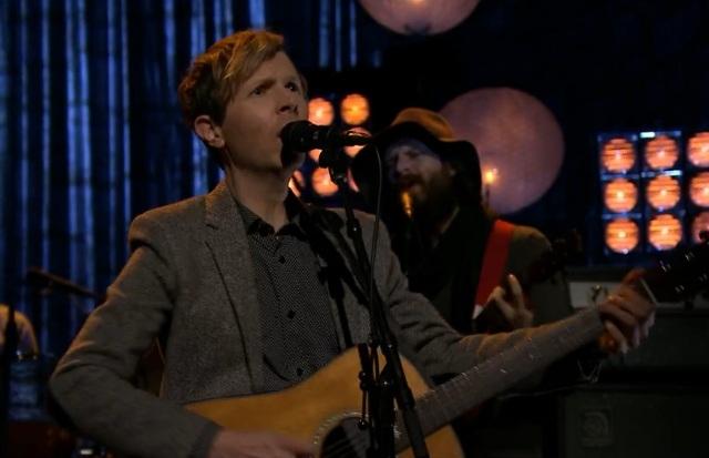 Beck faz apresentação em programa de TV