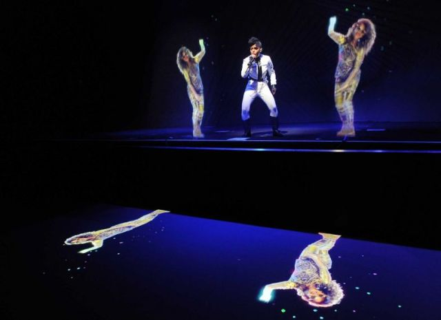 Janelle Monáe e M.I.A fazem dueto via holograma