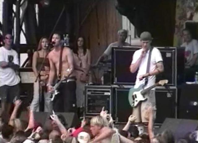 Assista a apresentações completas do blink-182 em 1997