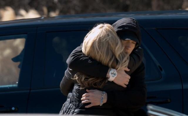 Eminem pede desculpas à mãe em novo clipe