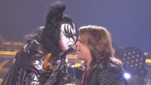 Kiss e Paramore se apresentam em programa de TV