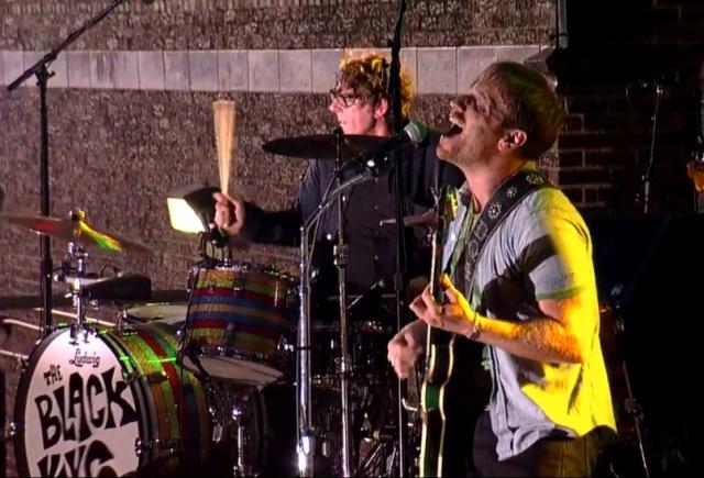 The Black Keys se apresenta em programa de TV