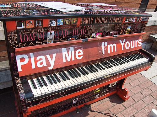 Projeto cultural distribui pianos pela cidade de Paris