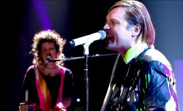 """Arcade Fire: veja a banda tocando """"We Exist"""" no Jools Holland"""
