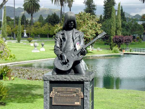 johnny-ramone-hollywood-forever-cemetery