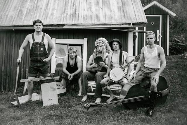 Banda Finlandesa faz cover de Iron Maiden