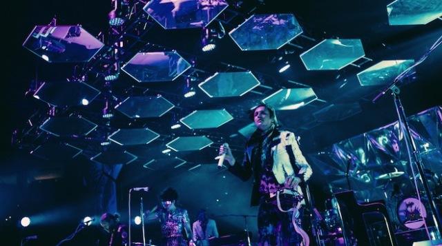 Arcade Fire toca trecho de música do Nirvana em show