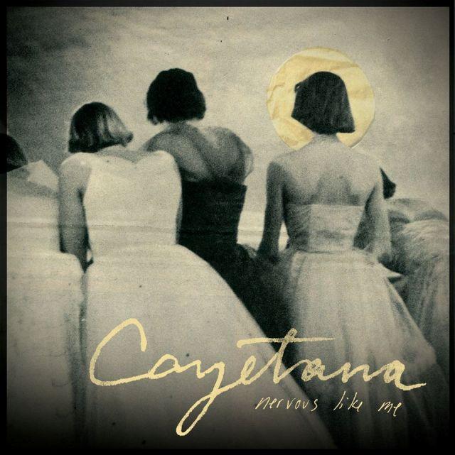 Novas músicas: Living Room e Cayetana