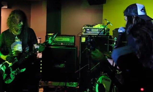 Integrantes do Metallica e outros nomes do metal fazem cover de Thin Lizzy