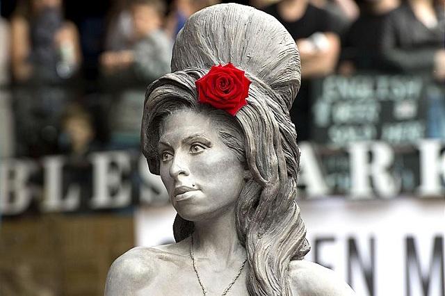 Amy Winehouse ganha estátua em Londres