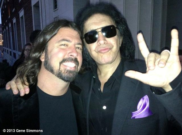 Foo Fighters rebate críticas de Gene Simmons