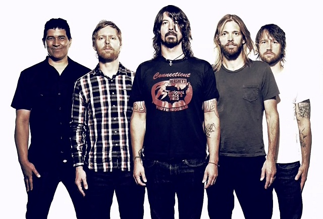Foo Fighters toca nova música em show em Londres