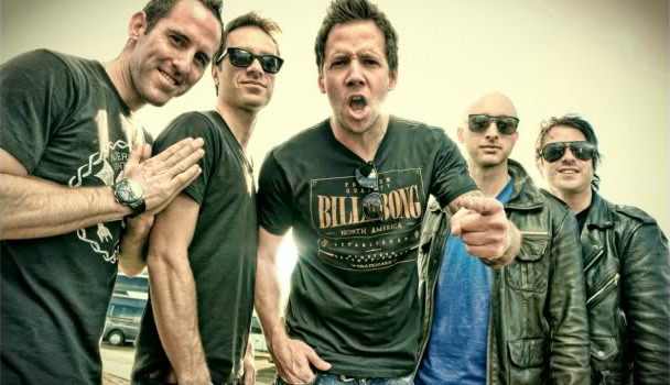 Simple Plan está trabalhando com integrantes do blink-182 e All Time Low