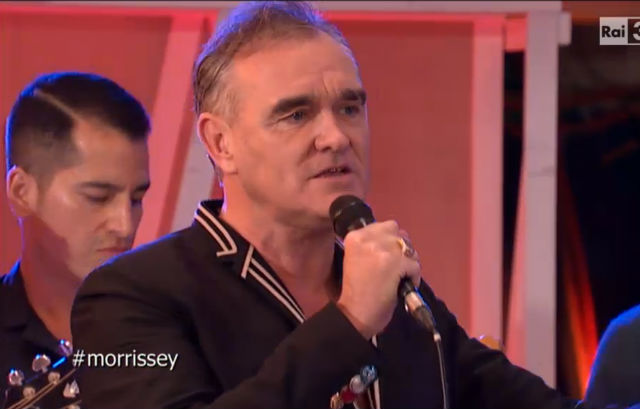 U2 e Morrissey se apresentam na TV italiana