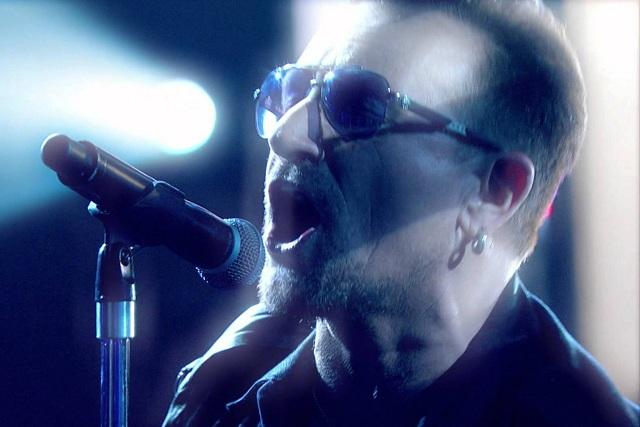 U2 se apresenta no programa de Jools Holland