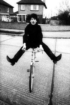 Bono, do U2, e bicicleta
