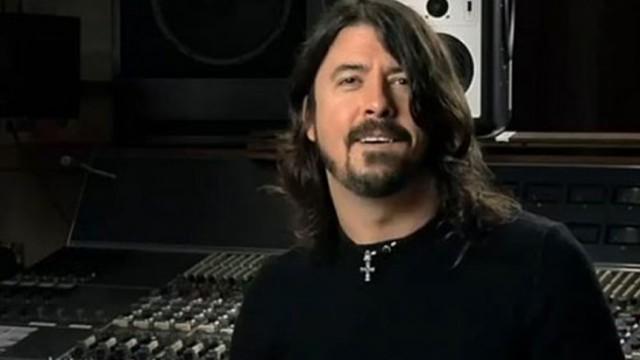 """""""Odeio bandas que tocas álbuns antigos ao vivo"""", diz Dave Grohl"""