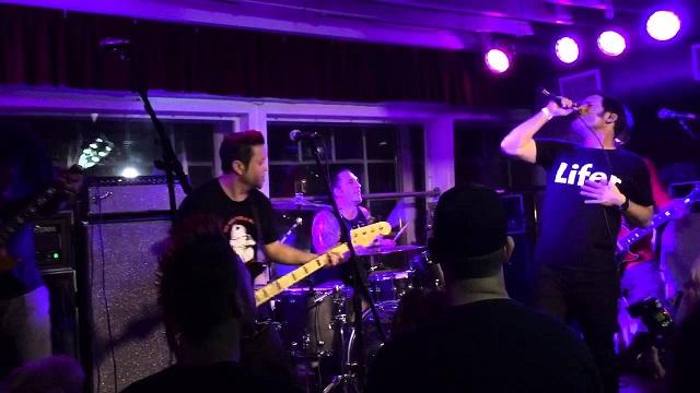 Lagwagon faz homenagem a Tony Sly em show