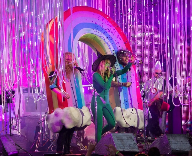 The Flaming Lips toca Beatles na TV